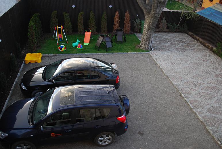 Twins Apartments - parcare
